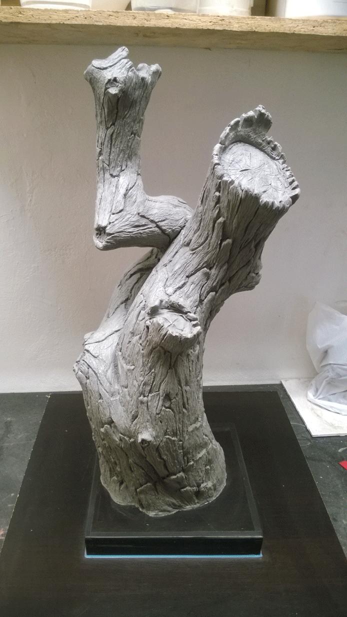 Master model i ler af træstamme